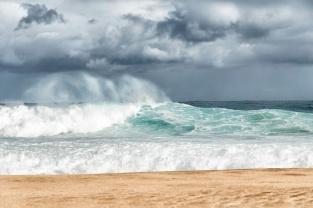 2016 03 17 Waves At Tunnels Beach - ©Derek Chambers