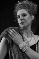 K23-S6898 - Furs, Pearls and the Hollywood Look - Derek Chambers